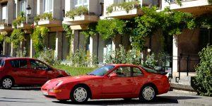 Imagen del Porsche 968 tomada al lado de la Basílica de Covadonga.