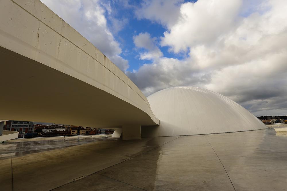 Centro Niemeyer. Otra vista de la Cúpula.