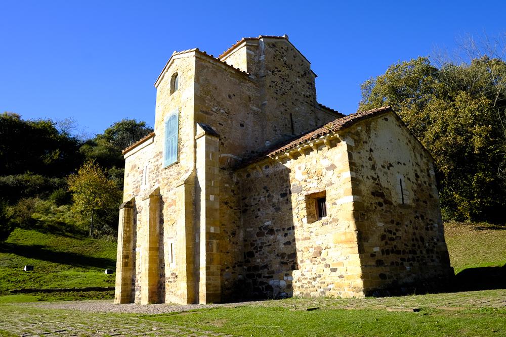 San Miguel de Lillo vista desde el Sureste.