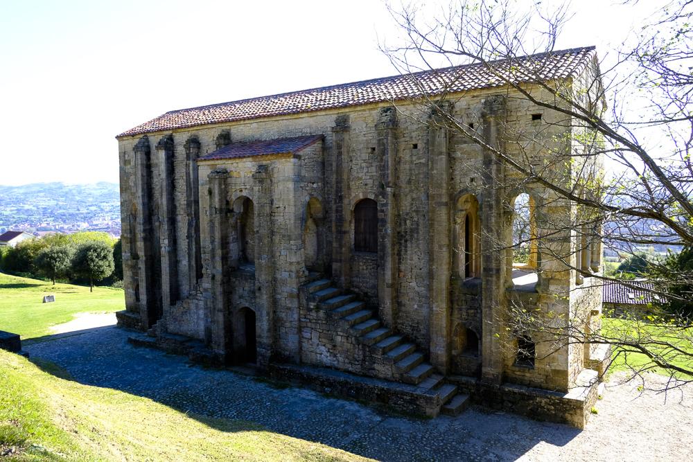 Santa María del Naranco. Fachada Norte.