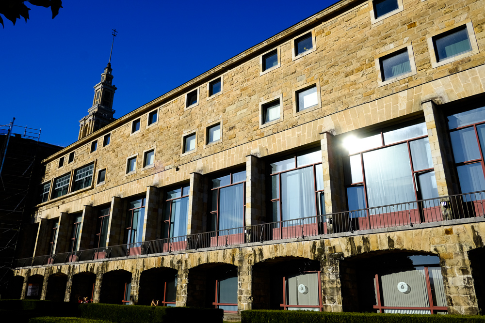 Universidad Laboral. Parte de la fachada sur.