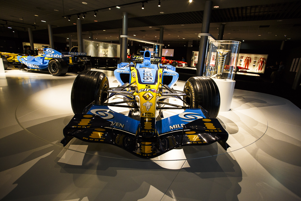 Los dos Renault del Bicampeonato del Mundo de F1. Poderío absoluto.