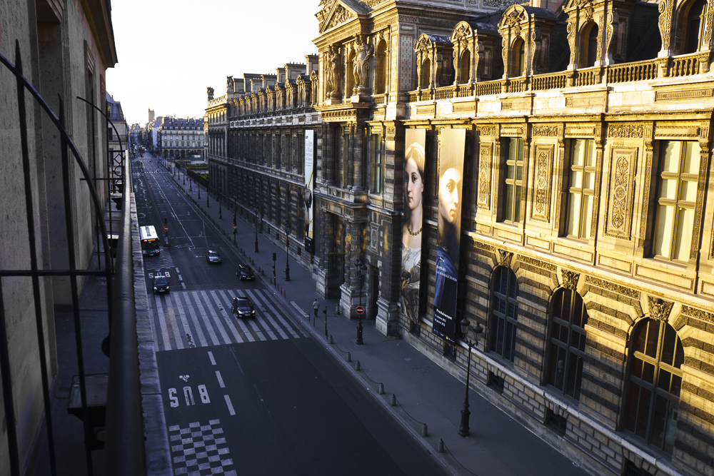 Rue Rivoli desde el Hotel du Louvre. 7:00am. Calle atravesada por Lelouch.