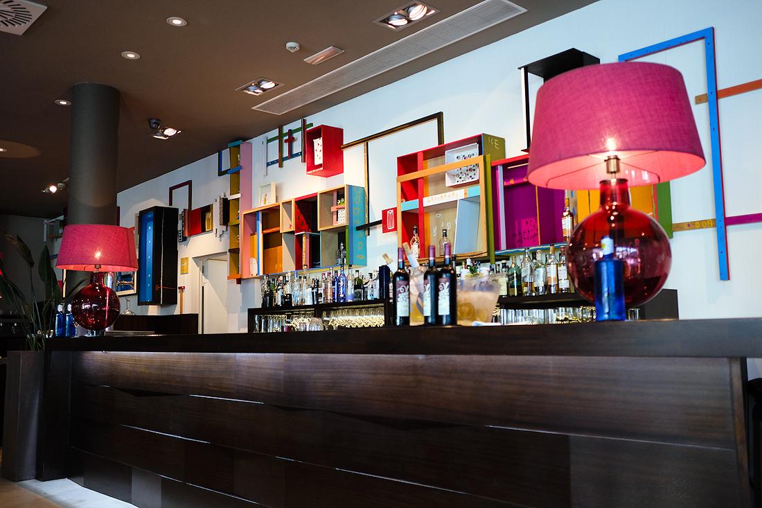 Avant-Garde. Barra del Restaurante.