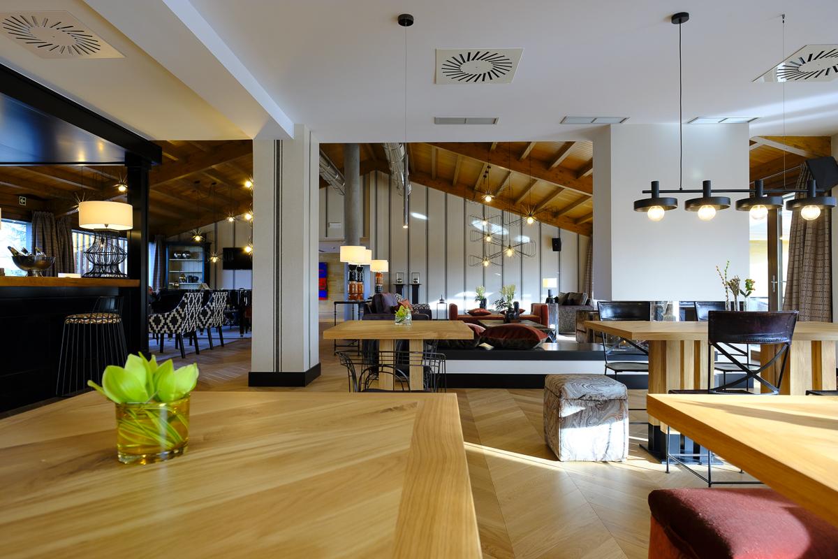 Hotel Artiem Asturias: Perspectiva luminosa del ambiente.