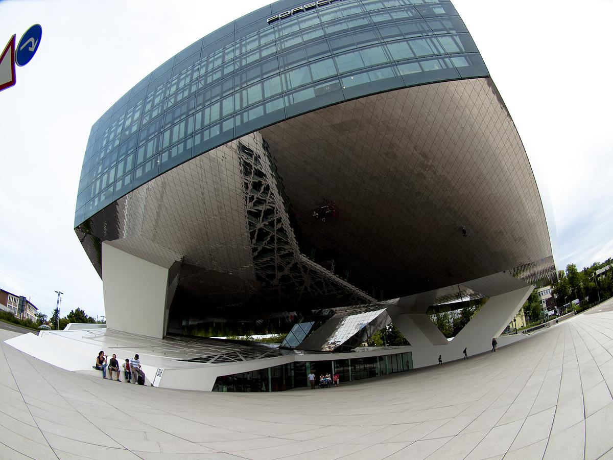 El Museo cerca de la entrada.