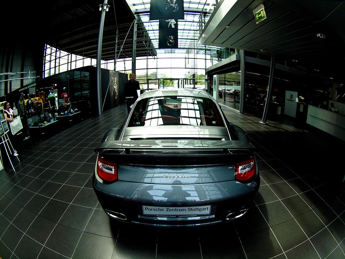 997 Turbo en el Porsche Zentrum Stuttgart.