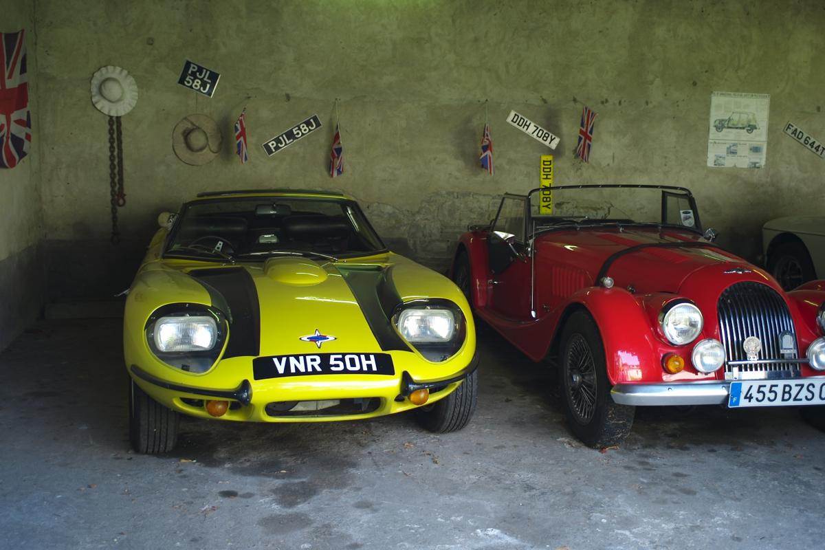 La Passagére: Un Marcos V6 3L y un Morgan 4/4.